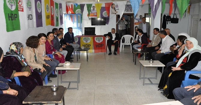 HDP milletvekilleri Çukurca'yı ziyaret etti