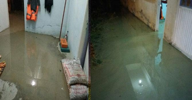 Hakkari'de bir ev sular altında kaldı