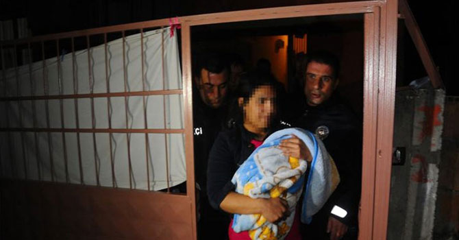 1 yaşındaki çocuğunu döverek öldürdü