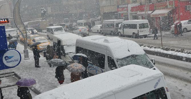 Hakkari'de kar yağışı etkili oluyor VİDEO