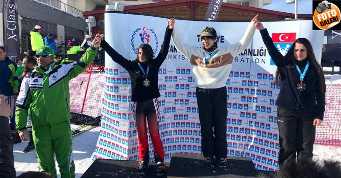 Hakkarili Kayakçılar Erzurum'dan 9 madalya ile döndü