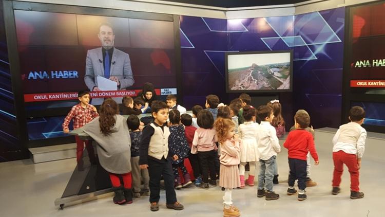 Kanal M stüdyosunu çocuklar bastı
