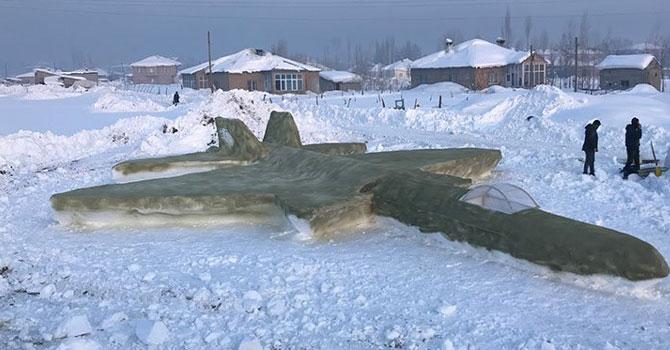 Yüksekova: Kardan F-35 savaş uçağı yaptı