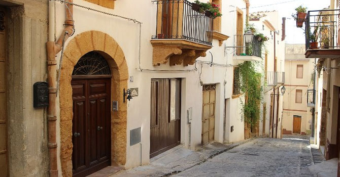 İtalya'da 1 euro'ya satılık evler!