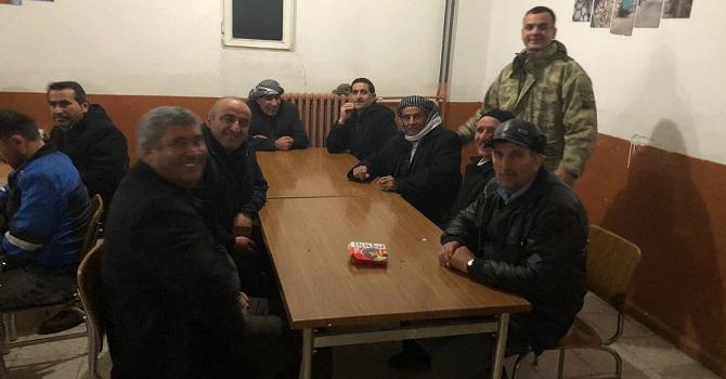 Hakkari'de mahsur kalan vatandaşları asker kurtardı