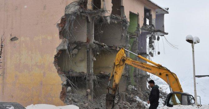 Hakkari eski Milli Eğitim Lojmanlarının yıkımına başlandı