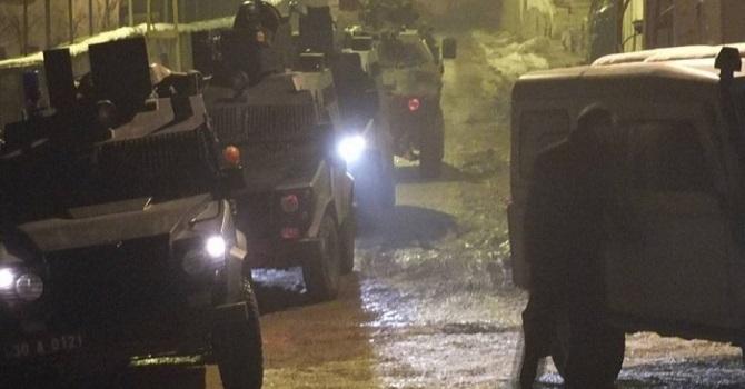 Hakkari'de ev baskınları: 4 kişiye gözaltı!