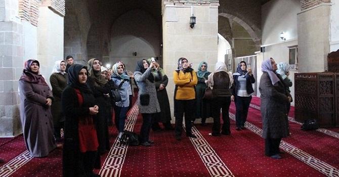 AK Parti Hakkari Kadın Kolları Üyeleri, Battalgazi'yi Gezdi