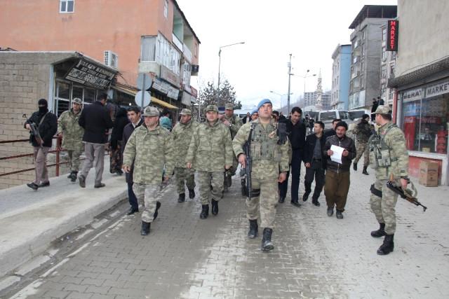 Tuğgeneral Tokel'den Şemdinli Esnafına Ziyaret