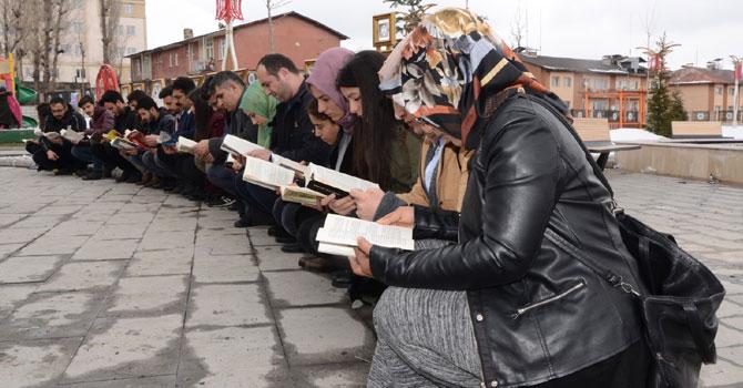 Hakkari'de 'Kitap Okuyoruz' etkinliği