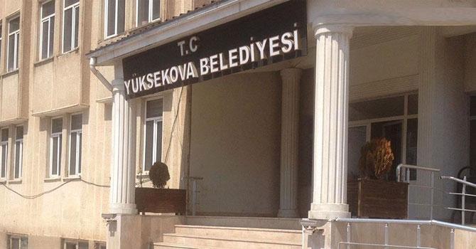 Yüksekova Belediyesi'nin önündeki barikatlar kaldırıldı
