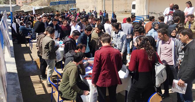 Hakkari üniversitesi Şemdinli'de tanıtım yaptı