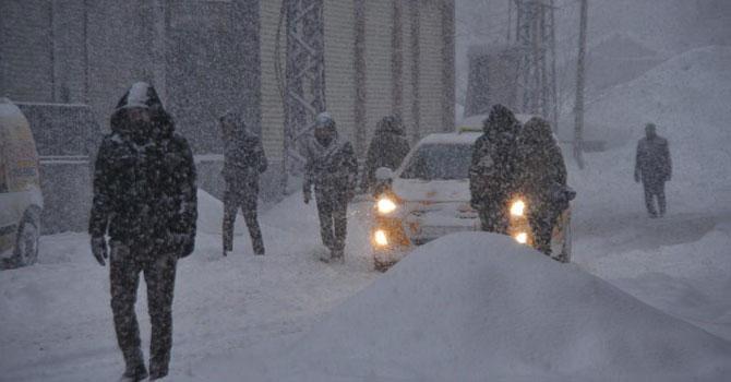 Yüksekova'da okullar kar tatili