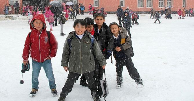 Şırnak'ta Kar Okulları Yine Tatil Etti