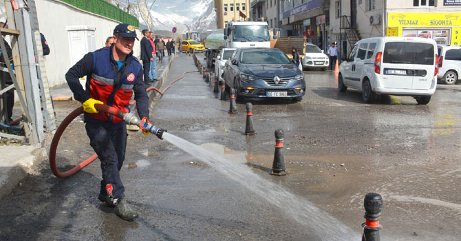 Hakkari Belediyesi temizlik çalışması başlattı