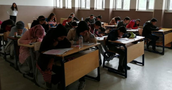 Hakkari'de 'Bilim Olimpiyatları Sınavı' yapıldı!