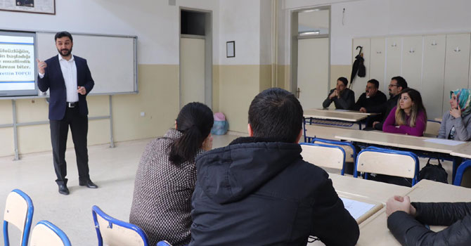 Hakkari'de öğretmen akademi seminerleri