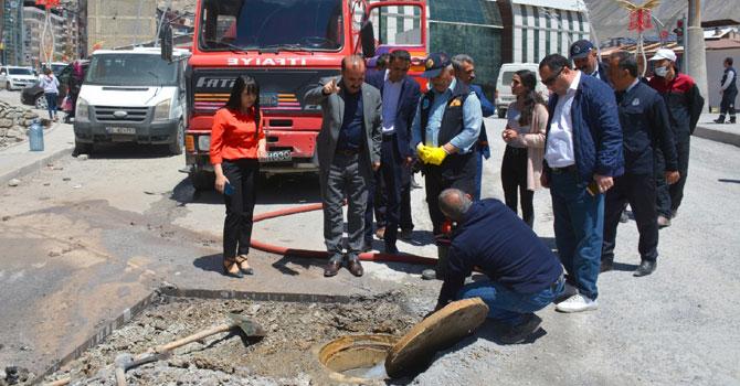 Hakkari Belediyesi yağmur suyu hattı ve mazgal çalışması başlattı