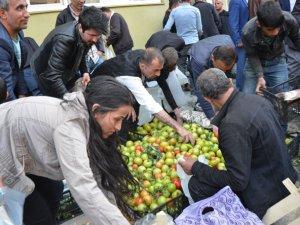 Hakkari'de ucuz sebze izdihamı!