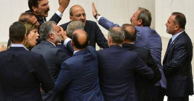 Meclis'te Ak Parti'yi eleştiren Ahmet Şık'a icra takibi başlatıldı