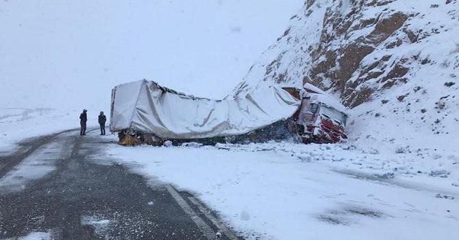 Hakkari-Van karayolunda Trafik kazası! 1 yaralı