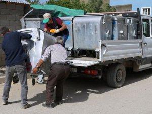 Yüksekova'da mahallelere çöp konteynerleri bırakıldı