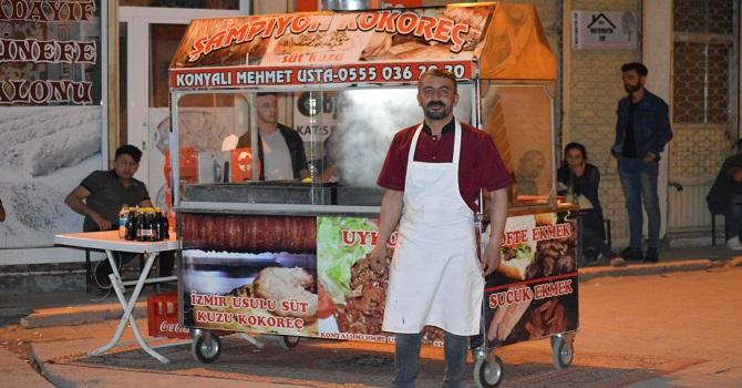 İzmir Usulu Süt Kuzu kokoreç, Hakkari'de hizmet vermeye devam ediyor !