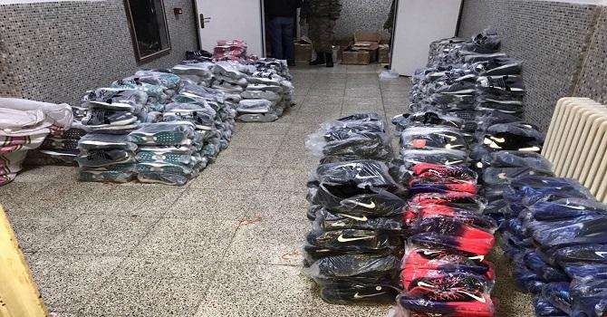Hakkari'de 2 ton çay, 674 çift ayakkabı ele geçirildi