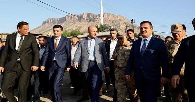 Bakan Soylu, Derecikte vatandaşlarla bayramlaştı