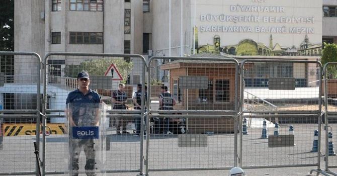 Kayyum atanan Diyarbakır Belediyesi'nde 40 kişinin işine son verildi