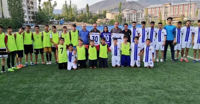 Hakkari Belediyespor Kulübüne malzeme desteği