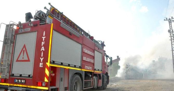 Yüksekova'da dumanlar içinde kalan mikser korkuttu