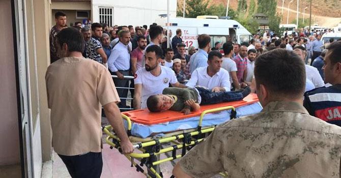 Bitlis'te feci kaza: Minibüs şarampole devrildi...