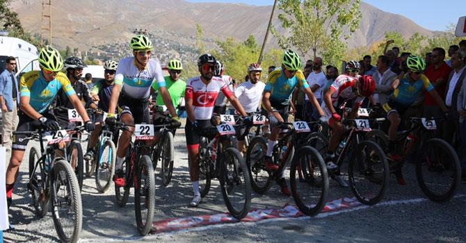 Uluslararası bisiklet kupası yarışları Hakkari'de yapıldı