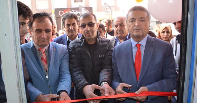 Hakkari'de Cemre Kozmetik hizmete açıldı