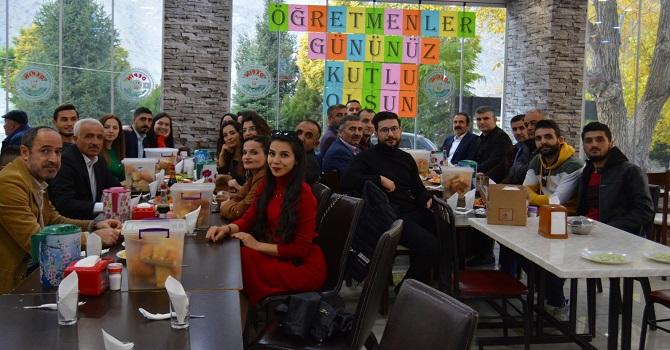 Hakkari'de Okul Aile Birliği, 24 Kasım dolayısıyla öğretmenlere yemek verdi