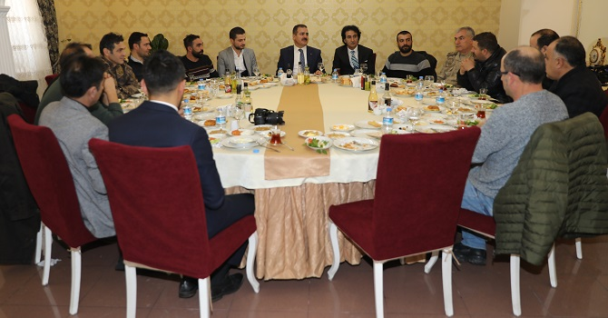 Vali Akbıyık Gazetecilerle kahvaltıda buluştu
