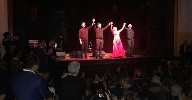 Demirtaş'ın kitabı Devran tiyatro sahnesinde