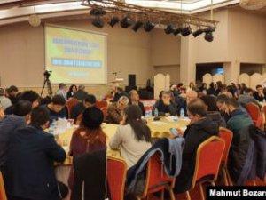 Diyarbakır'da Kürtçe'nin geleceği tartışıldı