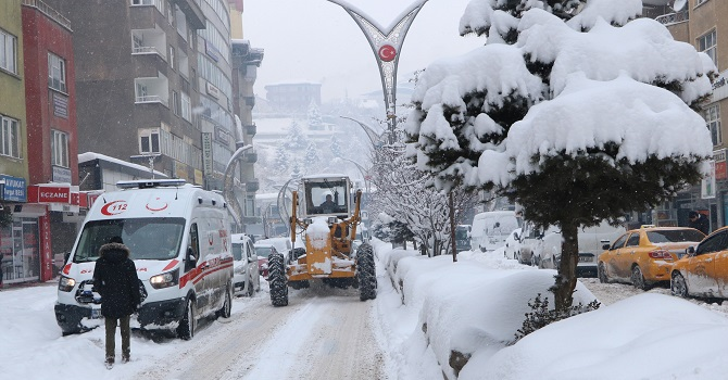 Hakkari'de 259 yerleşim yerinin  yolu ulaşıma kapandı