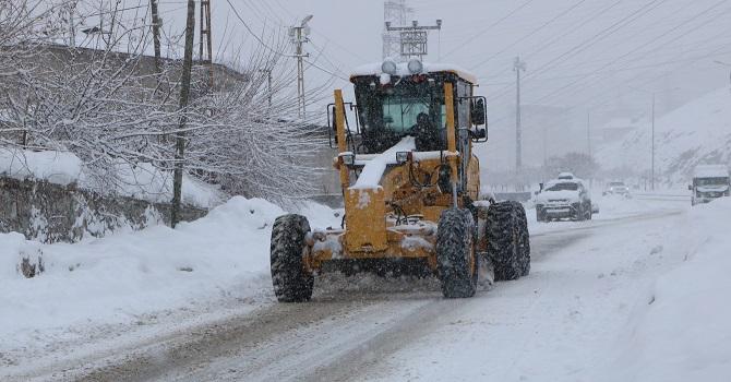 Hakkari'de 184 yerleşim yerinin yolu ulaşıma kapalı