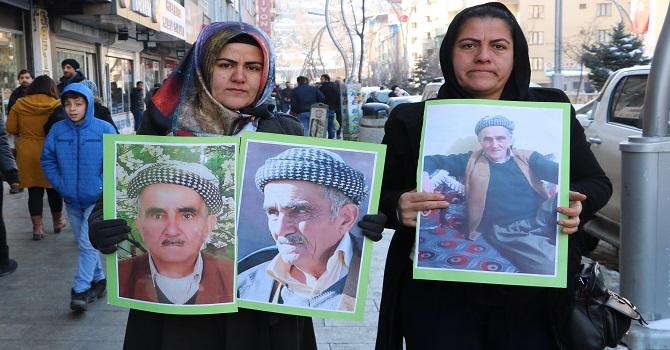 Hakkarili İki kız kardeş, kayıp babalarını arıyor