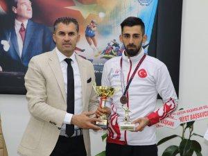 Hakkarili tenisçi Türkiye üçüncüsü oldu