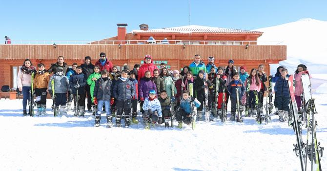 Vali Akbıyık kayak eğitimi alan öğrencileri ziyaret etti
