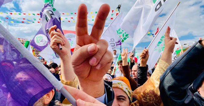 Eğitim ve geliri artan Kürtler Kürtçe konuşmuyor