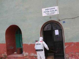 Çukurca'da camiler ve kurumlar dezenfekte edildi