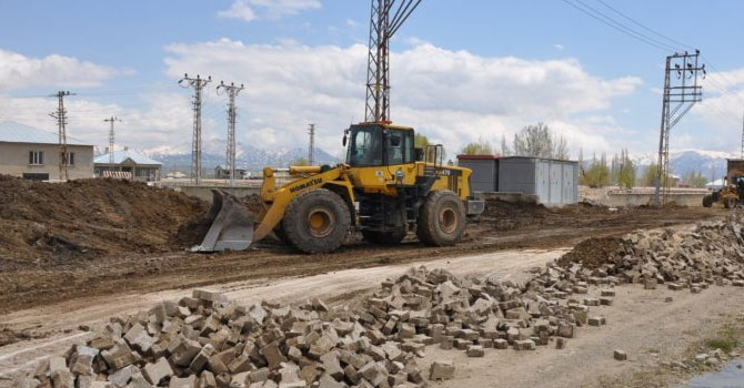Yüksekova'da yol çalışmaları başladı