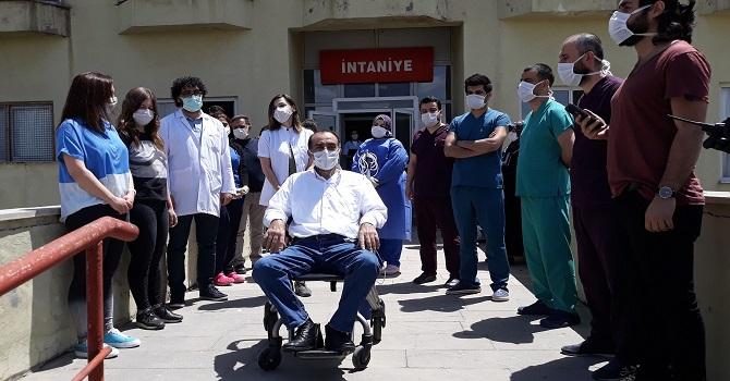Yüksekova'da Korona virüs tedavisi gören 51 yaşındaki hasta taburcu oldu