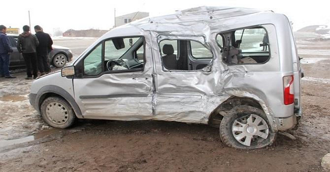 Hakkari-Van karayolunda feci kaza: 1 ölü 4 yaralı