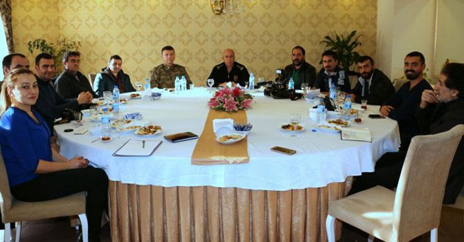 Polis, asker ve gazeteciler Hakkari için toplandı
